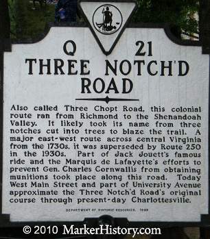 Three notched road marker